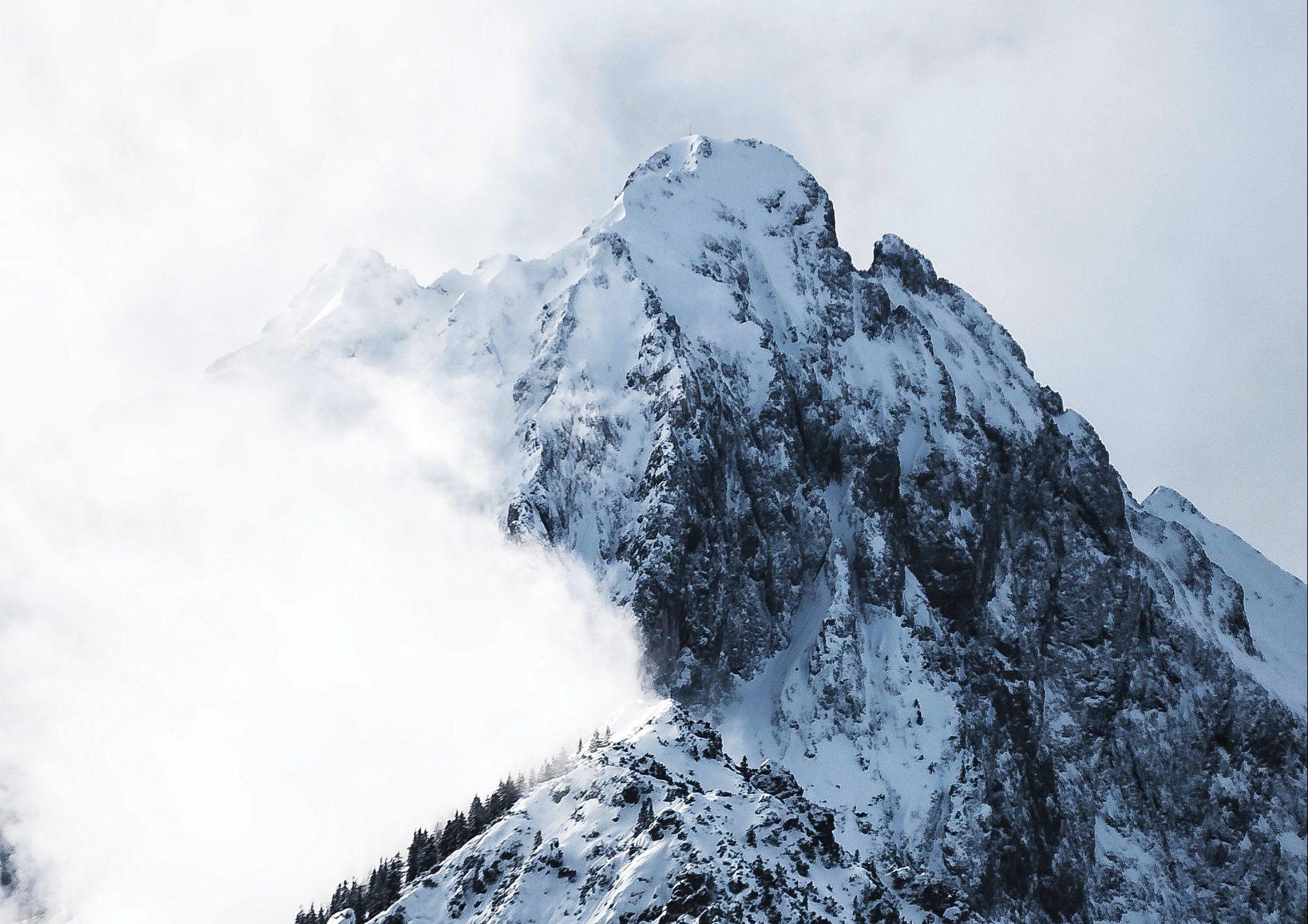 Berg mit Schnee (Symbolbild)